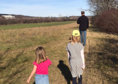 Familien-Spaziergang am Feld hinter unserem Haus...